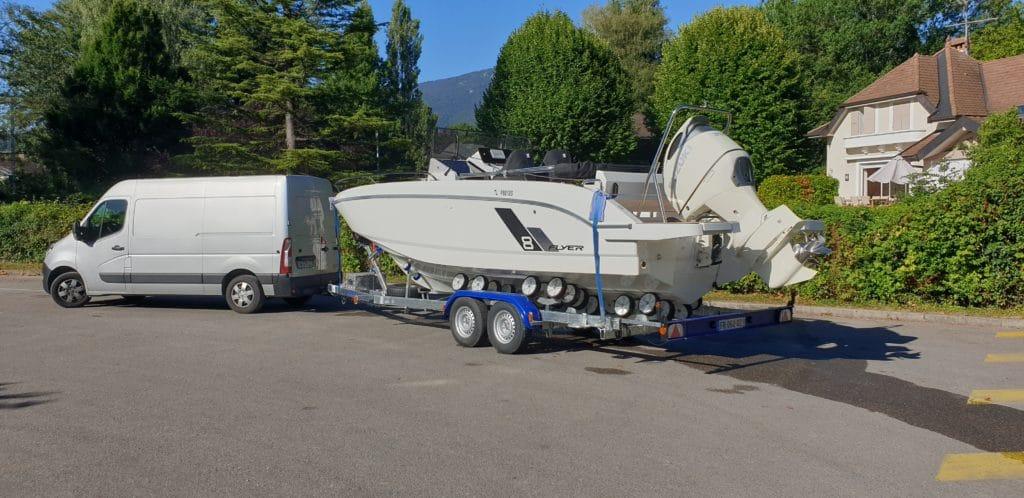 Déplacement d'un bateau Beneteau Flyer 8 du lac d'Annecy à Gruissan